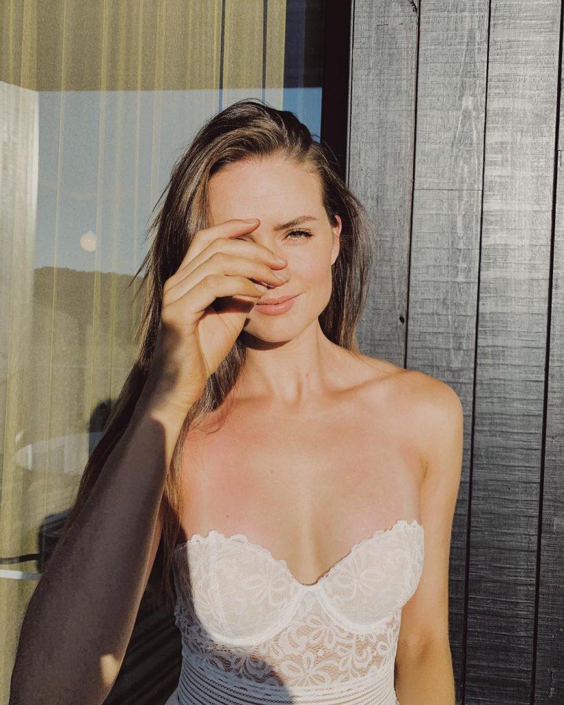 Laura Henshaw / Лаура Хеншоу