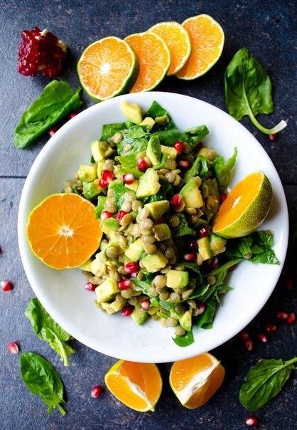 Салат из чечевицы и авокадо