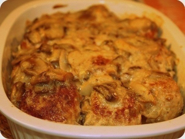 Курица в грибном соусе с сыром