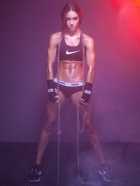 Восходящая звезда: Фитнес модель Стефани Дейвис беседует с Simplyshredded