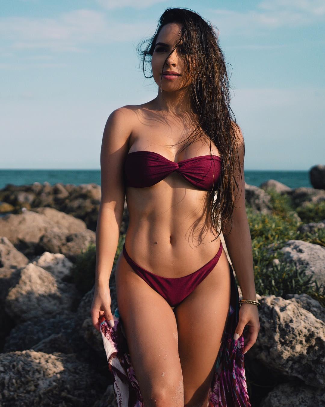 fine-girls-in-bikini