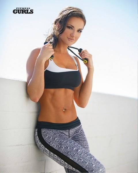 Тренировка с фитнес-резинками от Уитни Джонс